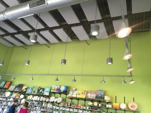 Panneaux Acoustiques 242 utilisés pour former un nuage au plafond
