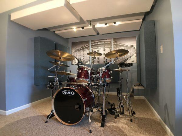 GIK Acoustics Bass Traps Michael Bell Drumset in studios d'enregistremen