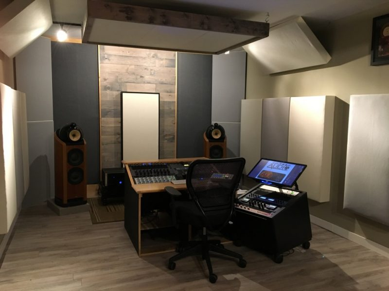 GIK Acoustics Bass Traps en Sun Room Audio communément dans studios d'enregistrement, studios de mastering