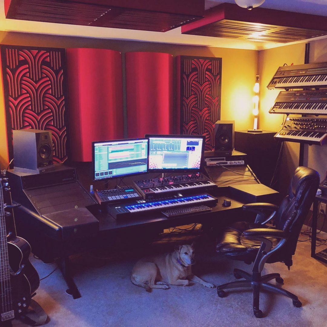 GIK Acoustics studios de mastering avec Bass Traps Gatsby et Alpha monté au plafond