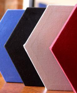 GIK Acoustics Le panneau « Deco Shape Hexagon » est disponible par boite de quatre unités pour offrir un meilleur rapport qualité prix.Dans